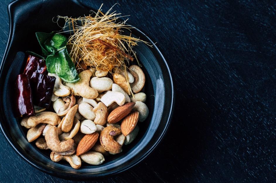 16時間断食でナッツはなぜ食べても良いのか?推奨量はどれくらい?